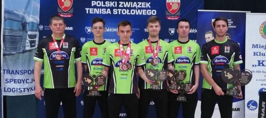 Ekipa Morlin Ostróda, od lewej: trener Tomasz Krzeszewski, Krystian Kawiak, Jakub Witkowski, Kacper Petaś, Jakub Kuźmicz, trener Tomasz Sposób