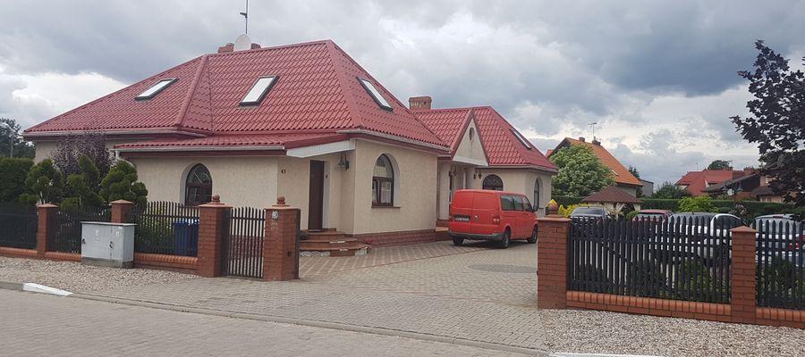 Małżeństwo z Lidzbarka w powiecie działdowskim zostało napadnięte w tym domu podczas snu.