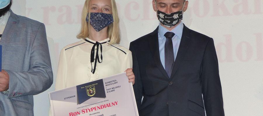 Agata Wrzosek z SP4 to jedna z 37 stypendystek burmistrza i rady miejskiej
