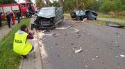 Wypadek podczas wyprzedzania. Dwie osoby trafiły do szpitala