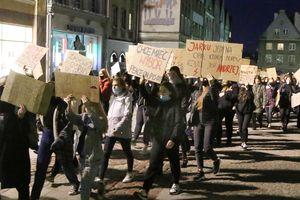 Sąd zdecydował, co zrobi w sprawie 14-letniej uczestniczki protestu w Olsztynie