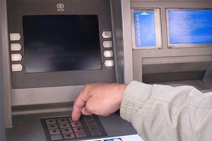 Kopiowali karty bankomatowe i wypłacali pieniądze. Zostali skazani