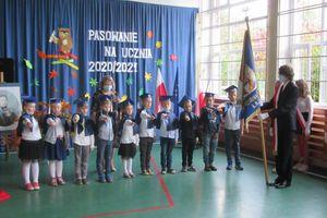 Pasowanie pierwszaków w szkole w Żydowie