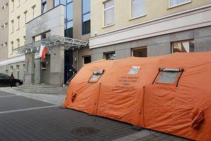 Przed sądem w Olsztynie stanął namiot. Do czego służy?