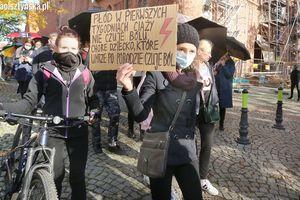 Protest przed olsztyńską katedrą [RELACJA LIVE] [GALERIA]]