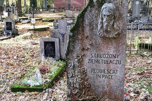 Stare groby czekają na naszą pamięć