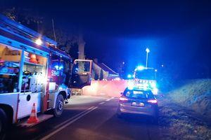 Koło Dąbrówna samochód osobowy uderzył w drzewo. Jedna osoba nie żyje   [AKTUALIZACJA]