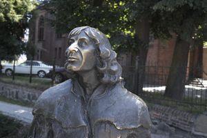 Kopernik po nowemu: sublimat winny, wojna i dyplomacja