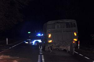 Zderzenie osobówki z pojazdem wojskowym