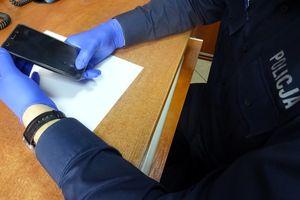 Pracownik sklepu ukradł telefon klienta