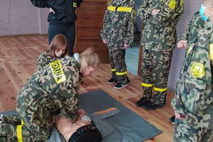 Młodzi strażacy uczyli się, jak udzielać pomocy