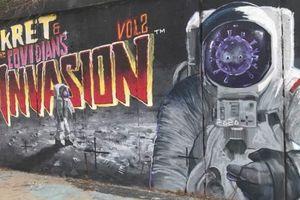 Pandemiczny mural przy ul. Synów Pułku w Olsztynie