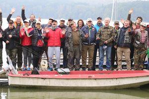 Przyjeżdżają nad Łańskie nie po ryby, ale na ryby
