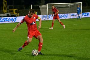 Błękitni wypunktowali piłkarzy Sokoła i wywieźli z Ostródy trzy punkty