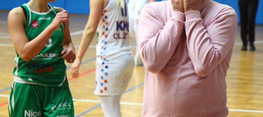 Trener olsztynianek Tomasz Sztąberski nie raz łapał się w trakcie meczu z głowę...