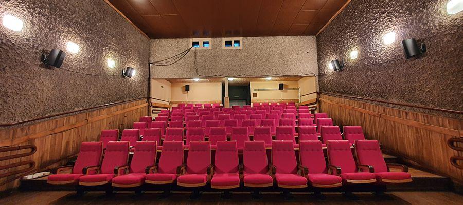 Dzięki Olsztyneckiemu Budżetowi Obywatelskiemu w Kinie Grunwald przeprowadzono  m.in. renowację foteli czy remont wejścia do kina.