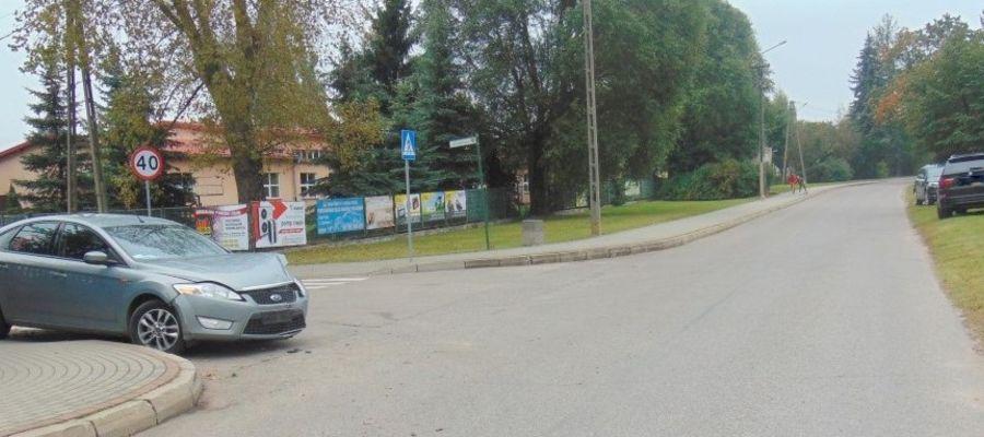 Na skrzyżowaniu ul. Sportowej i ul. Sikorskiego w Białej Piskiej zderzyły się dwa pojazdy.
