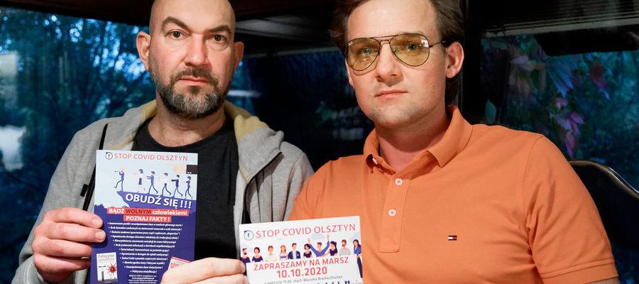 Organizatorzy spotkania StopCovid Olsztyn, od lewej Krzysztof Zakrzewski i Piotr Wyszyński