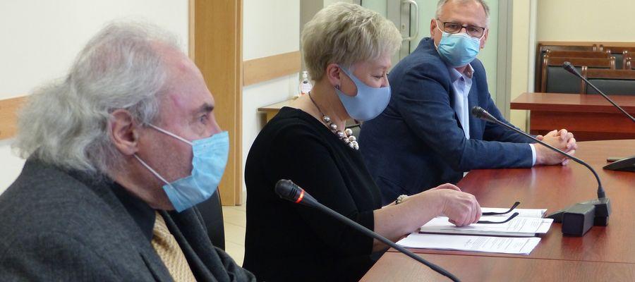 Od lewej: starosta powiatu Zbigniew Nadolny, dyrektor sanepidu Mirosława Tabaka i dyrektor szpitala Sławomir Wójcik
