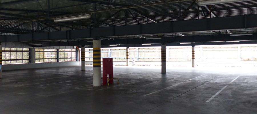 """Do """"palenia gumy"""" doszło na parkingu galerii handlowej """"Jeziorak"""" w Iławie"""