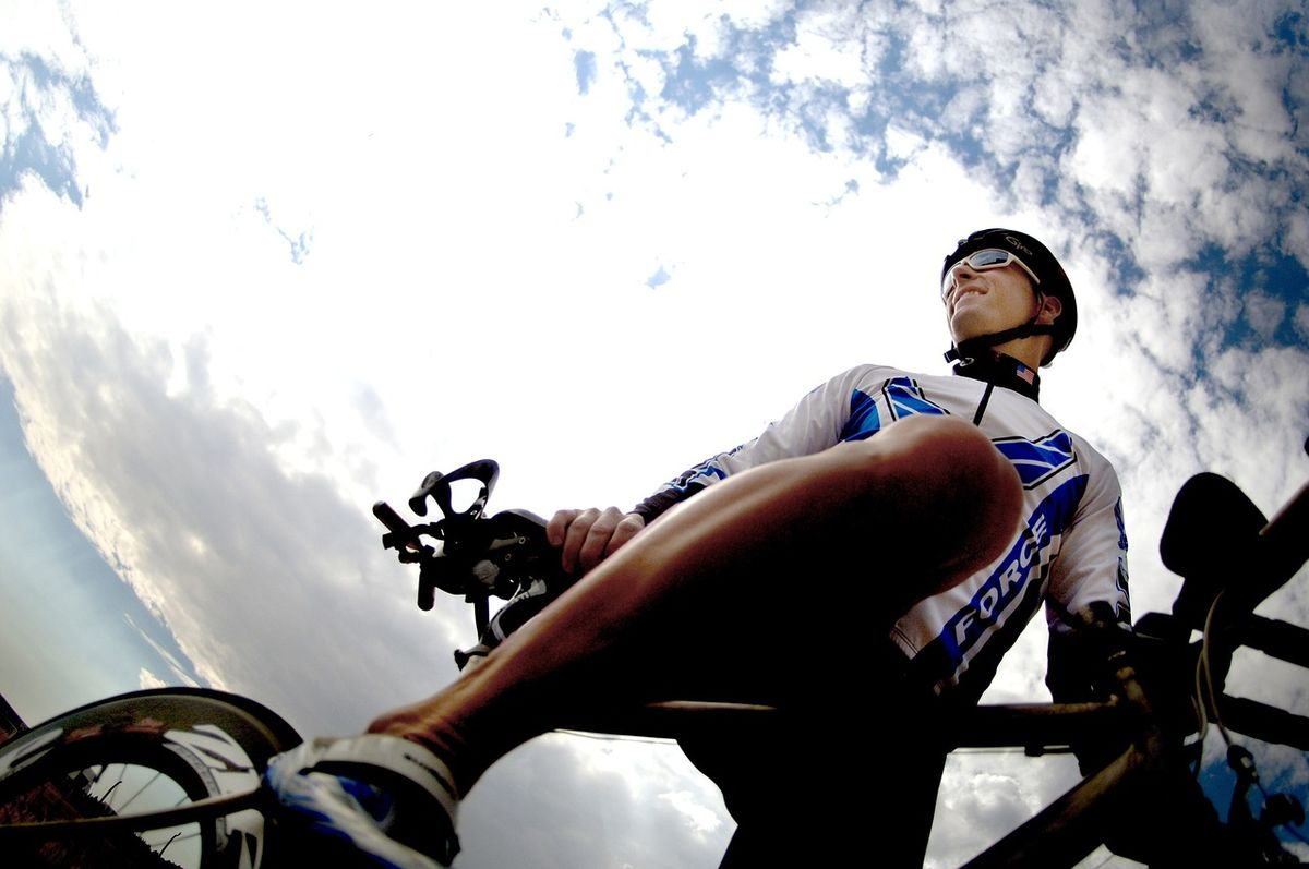 Bielizna termoaktywna na rower i jej unikalne właściwości - full image