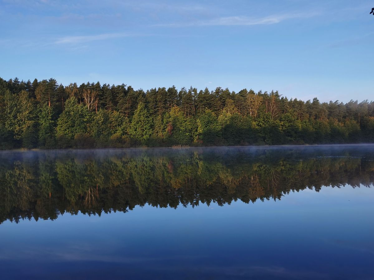 Poranek nad jeziorem Długim