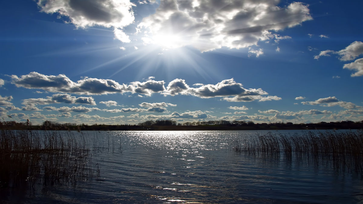 Jezioro Bartąg w słonecznym blasku