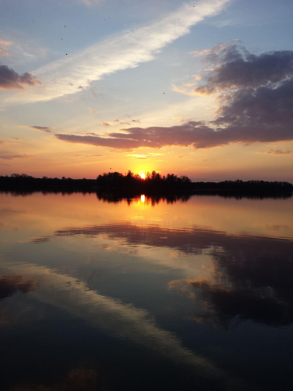 Jezioro Dadaj. Widok z mola ośrodka Słoneczny Brzeg