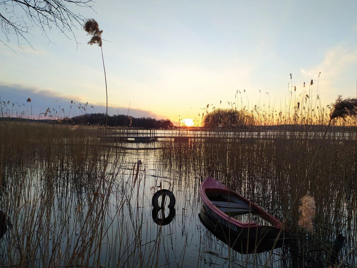 Wspomnienie wiosny: jezioro Wulpińskie. Widok na wyspę Herta