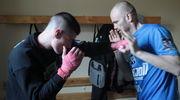 Warunki są tak samo ważne jak pasja — rozmowa z trenerem kickboxingu Tomaszem Zarembą