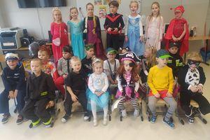 Dzień Postaci z Bajek w Szkole Podstawowej w Zajączkowie