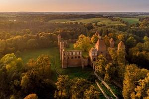 Wybierz się na wirtualny spacer po zamku w Szymbarku!