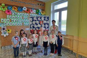 Uczniowie z Nakomiad uczcili Narodowe Święto Niepodległości [GALERIA]