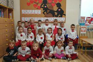 Pokaz mody patriotycznej w przedszkolu nr 2 w Bartoszycach