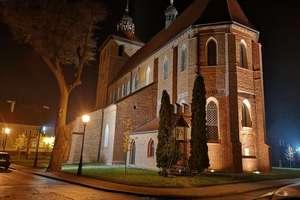 Zdjęcie Tygodnia nr 198. Kościół farny w Bartoszycach nocą