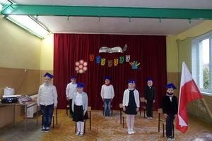 Pierwszaki ze szkoły w Ostrowitem złożyły ślubowanie
