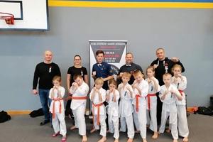 Zwyciężają w turnieju karate i pomagają Sebastianowi