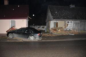 Pijany 17-latek stracił panowanie nad autem i wjechał w budynek