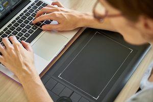 Komputery wspierają zdalne nauczanie