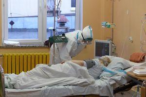 Przyglądaliśmy się pracy na oddziale covid bartoszyckiego szpitala