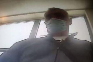 Rozpoznajesz tego mężczyznę? Jest poszukiwany przez policję [VIDEO]