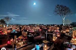 Zdjęcie Tygodnia nr 195. Wieczorem na cmentarzu