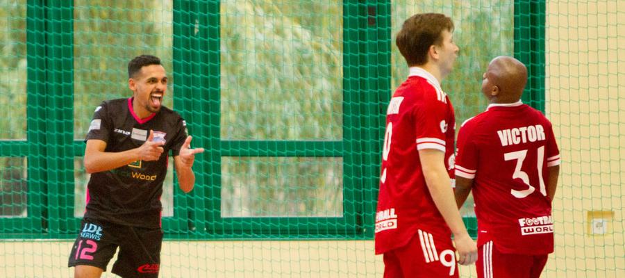 Pedrinho tuż po strzeleniu jednej z bramek w meczu z GI Malepszy Futsal Leszno