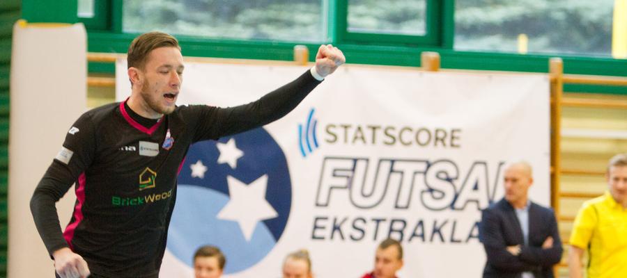 Constract cieszył się ostatnio z trzech wygranych meczów z rzędu. Na zdjęciu Bartłomiej Piórkowski, zawodnik lubawskiego zespołu