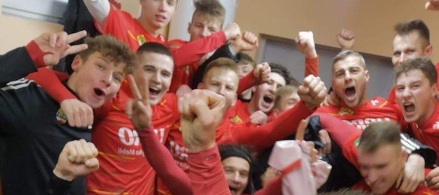 Radość drużyny Motoru po wygranej w Barczewie