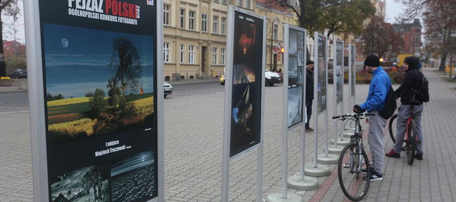 Zdjęcia można oglądać pod kętrzyńskim Ratuszem