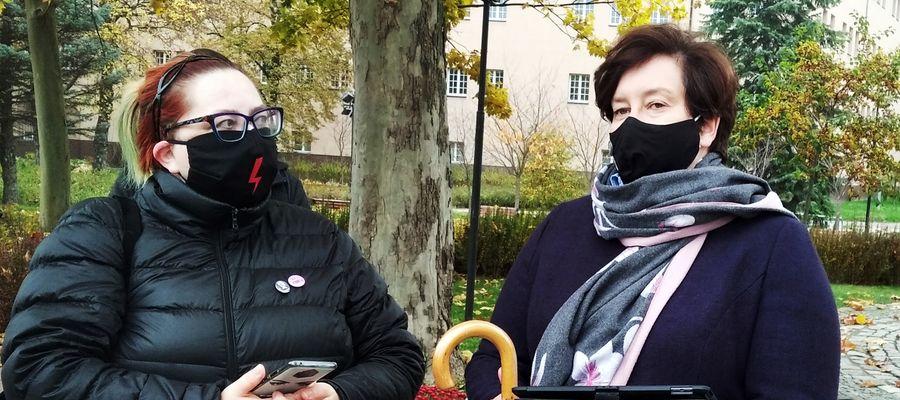 Od lewej: Izabela Daciuk (Elbląski Strajk Kobiet) i posłanka Monika Falej