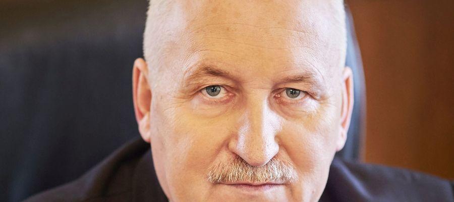 Marszałek Gustaw Marek Brzezin:  To duże wyzwanie finansowe dla samorządu województwa, ale zapewnienie mieszkańcom dobrego dostępu do komunikacji to jedno z naszych najważniejszych zadań