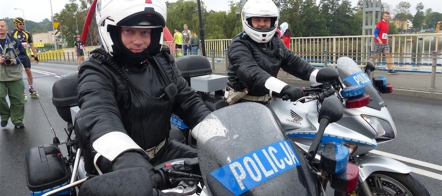 Policja z KPP Iława na starcie Iławskiego Półmaratonu
