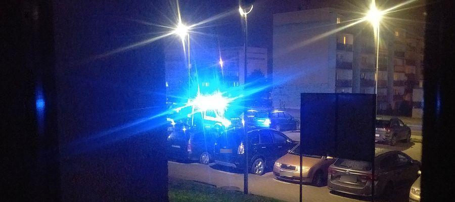 Interwencja policji wobec pijanego kierowcy w Bartoszycach na ul. Wyszyńskiego.